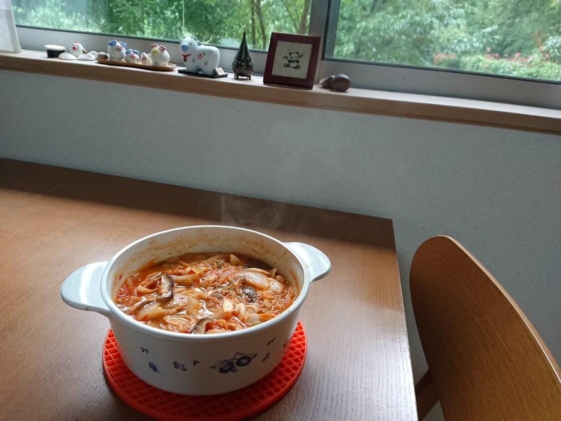 本格旨辛!豚キムチチゲの韓国人気レシピ。完成