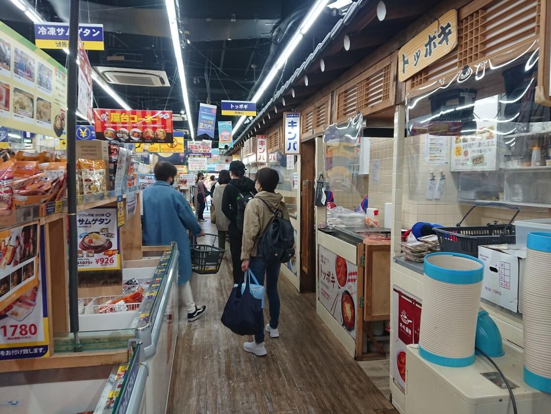 新大久保「ソウル市場」の中の風景