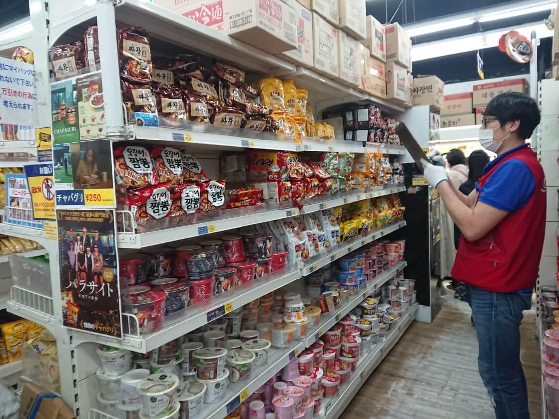 新大久保のソウル市場で買い物(インスタントラーメン)