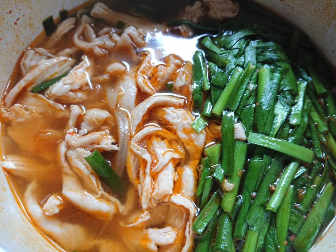 鶏肉ユッケジャンスープの作り方(胸肉タッケジャン)。完成