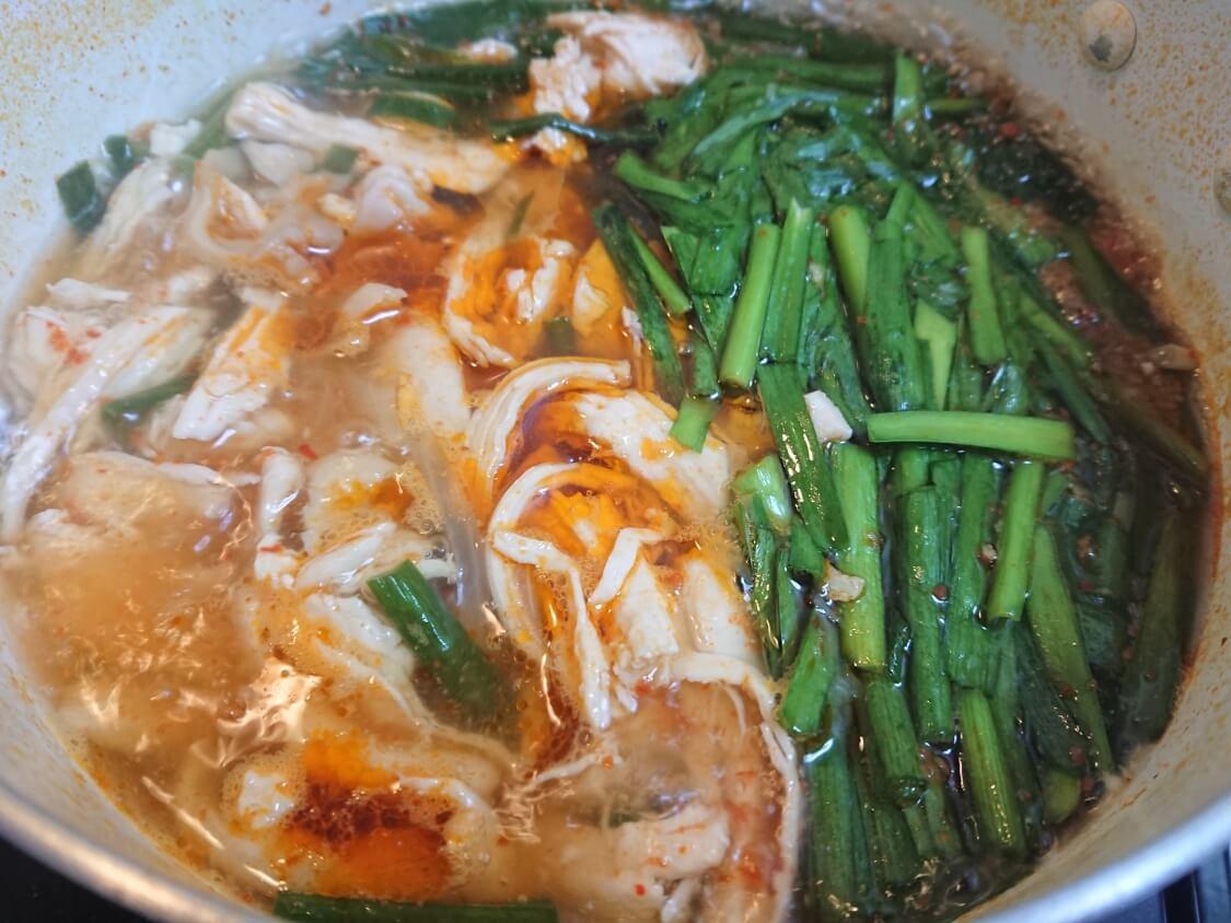 鶏肉ユッケジャンスープの作り方(胸肉タッケジャン)