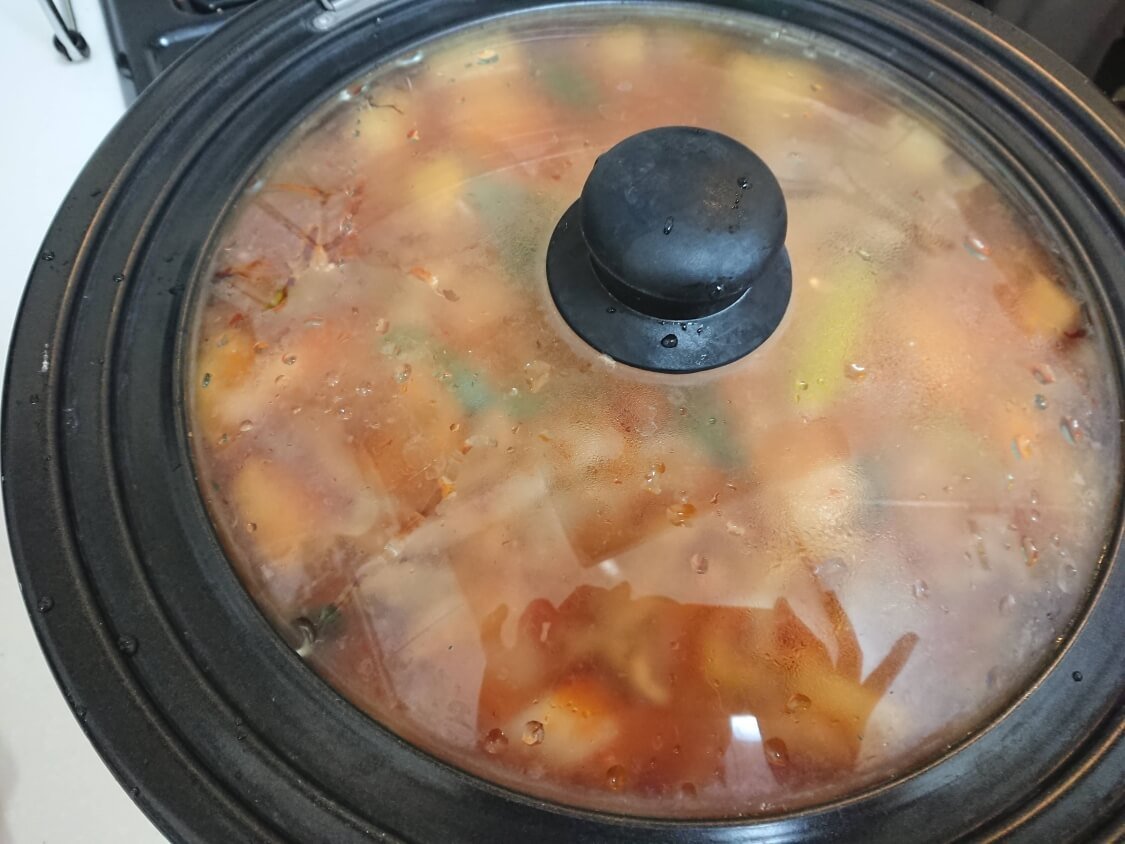 チゲ風♪豚肉とじゃがいものコチュジャン炒め煮の作り方。煮込む