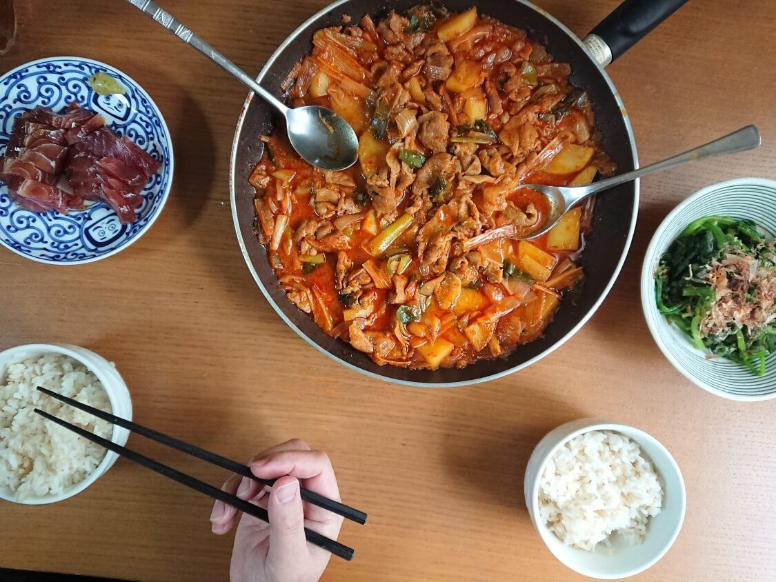 チゲ風♪豚肉とじゃがいものコチュジャン炒め煮のレシピ。献立と付け合わせ