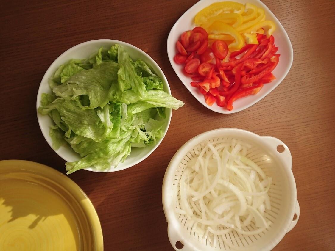 ハンバーガーの韓国レシピ。野菜の準備