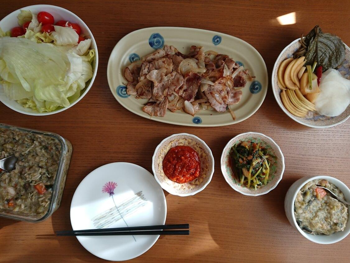 焼肉・サムギョプサル用大根の酢漬け「サンム」の付け合わせ・献立。お肉料理