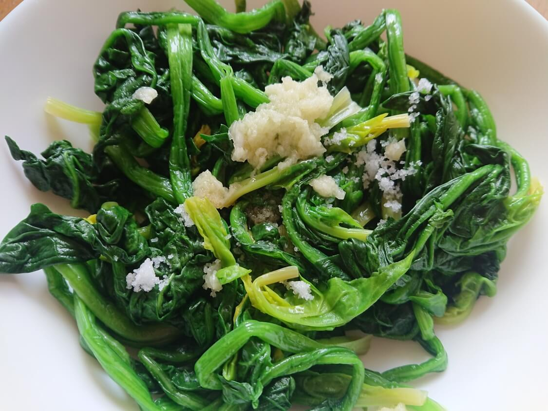 簡単!ミニ海苔巻きコマキンパのレシピ。具材のほうれん草のナムルの作り方