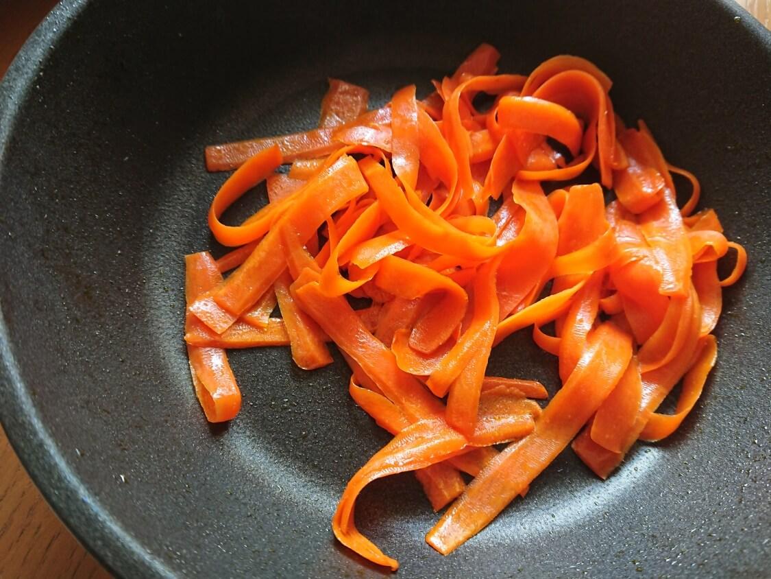 簡単!ミニ海苔巻きコマキンパのレシピ。具材の人参ナムルの作り方