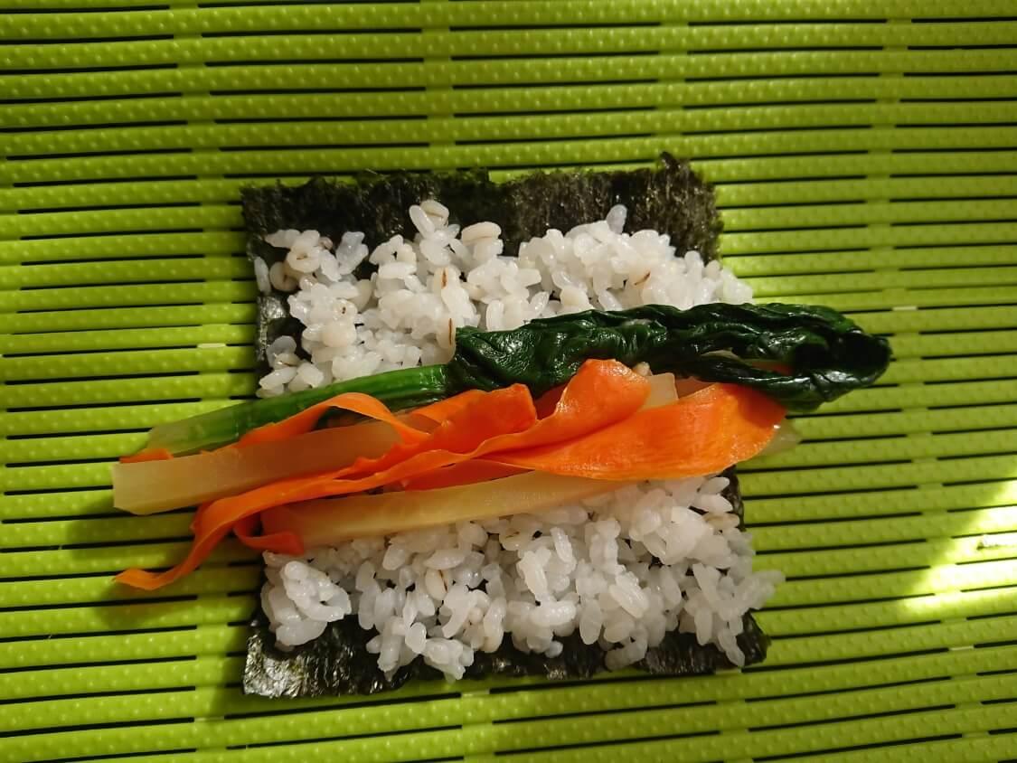 簡単!ミニ海苔巻きコマキンパのレシピ。巻き方