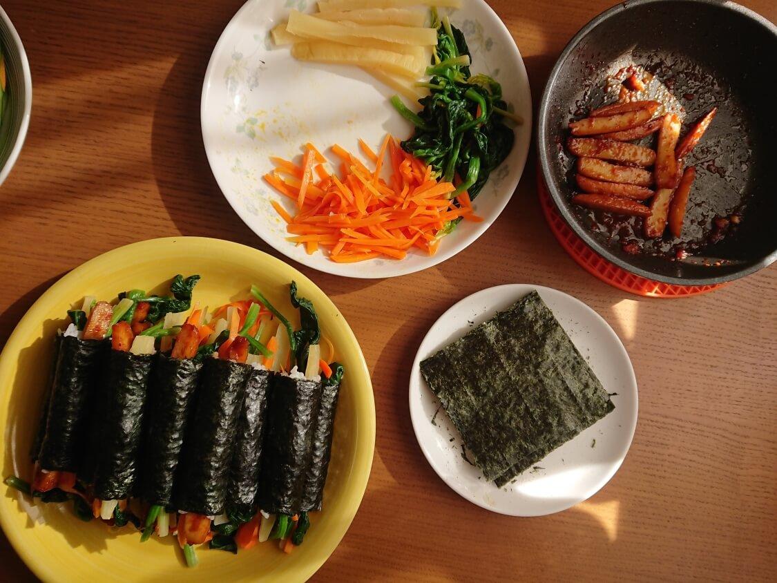 簡単!ミニ海苔巻きコマキンパの作り方。やみつき辛子だれ付きの麻薬キンパ