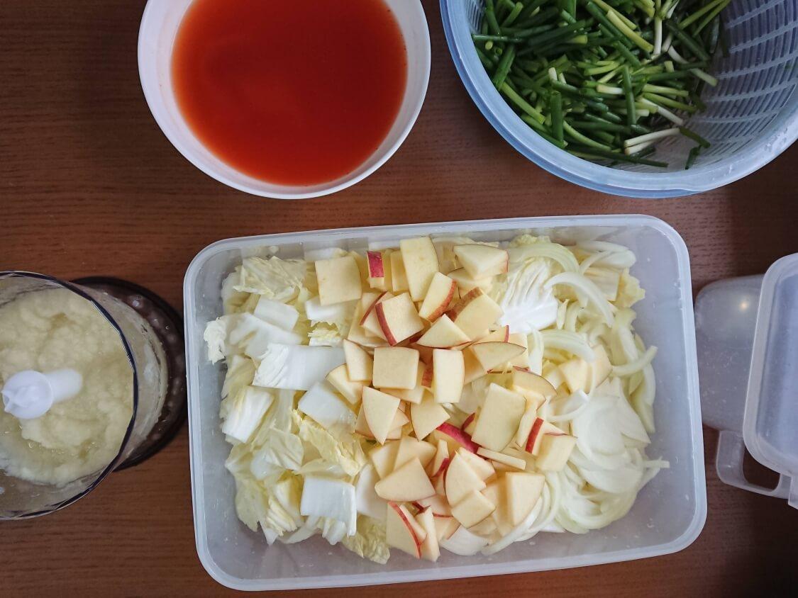 水キムチの簡単レシピ。汁は粉唐辛子でピリ辛