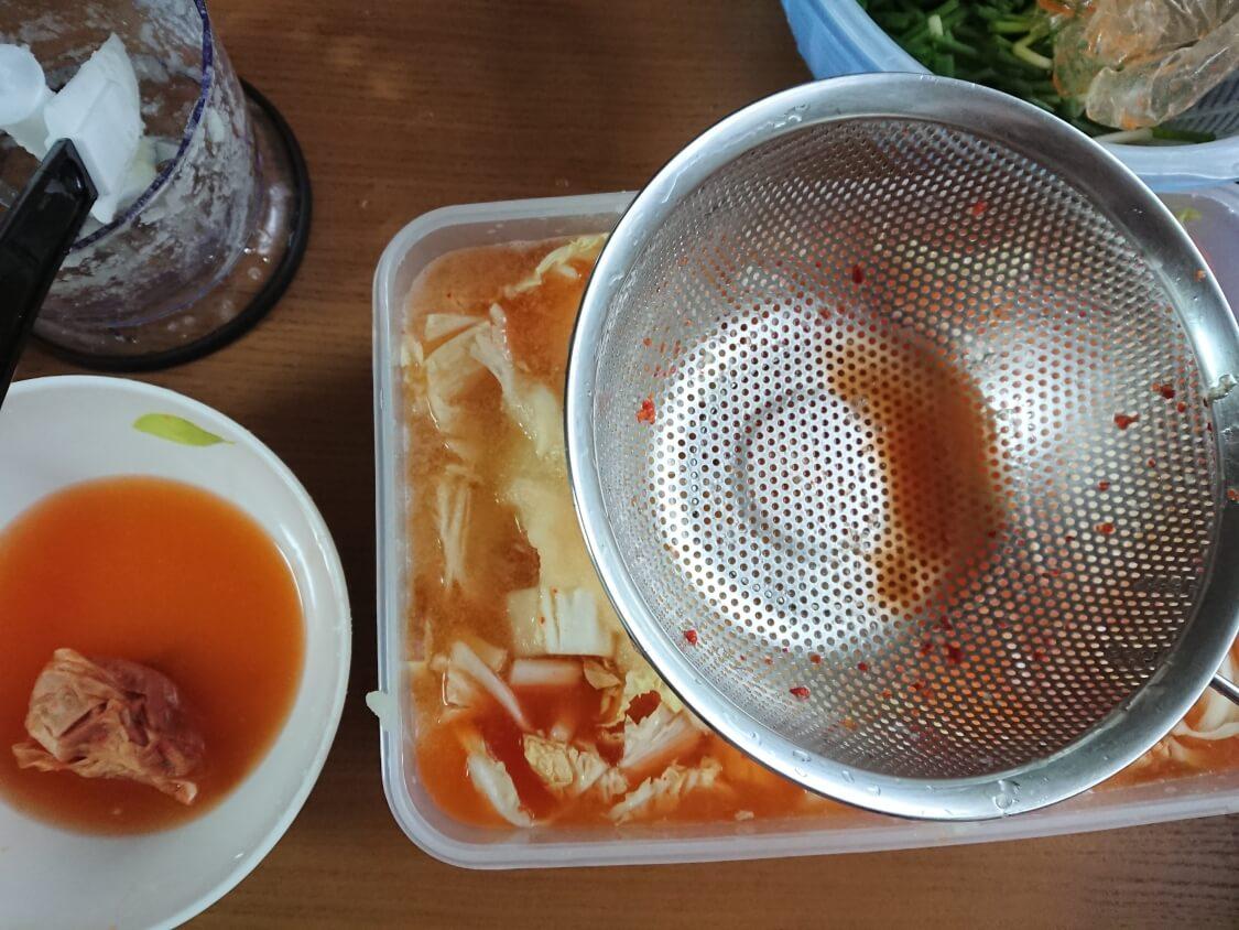 水キムチの簡単レシピ。混ぜ合わせる