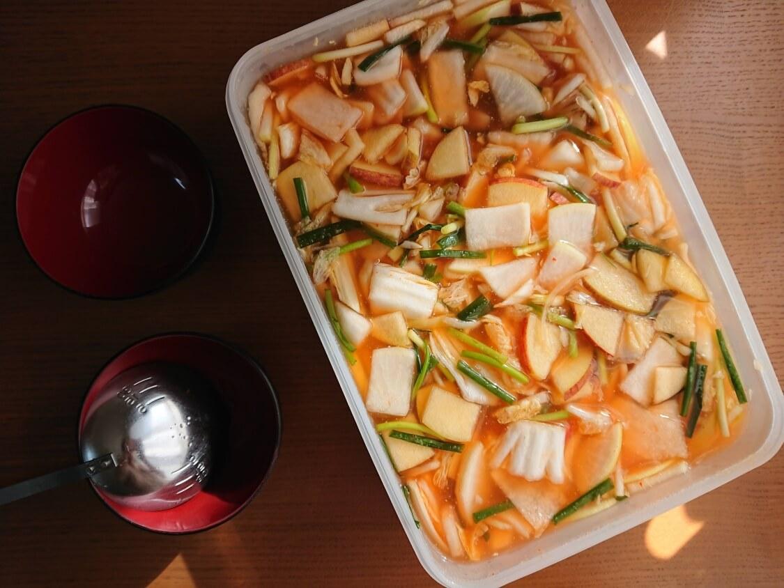 水キムチの簡単レシピ。汁の味見と塩加減