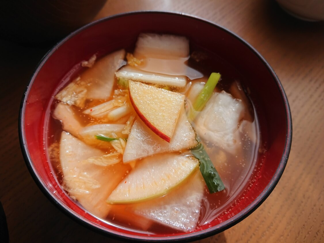 水キムチ(韓国ナバクキムチ)のレシピ。白菜の甘みとピリ辛すっきり汁が美味しい