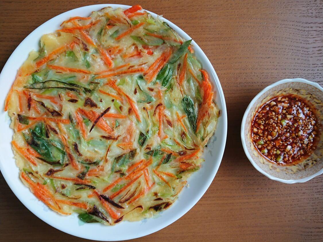 チヂミの簡単レシピ(ねぎと人参)ピリ辛醤油だれも添えて