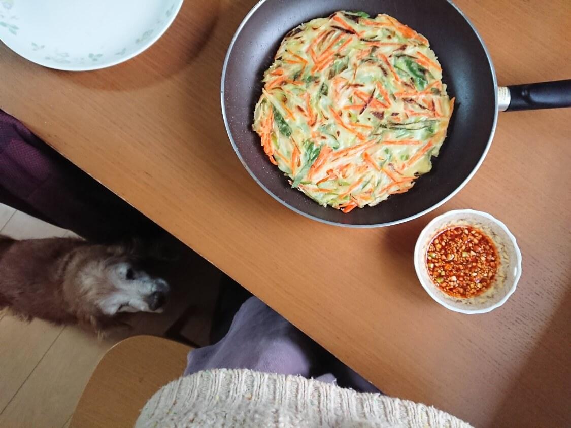 チヂミの簡単レシピ(長ねぎと人参)ピリ辛醤油だれも添えて