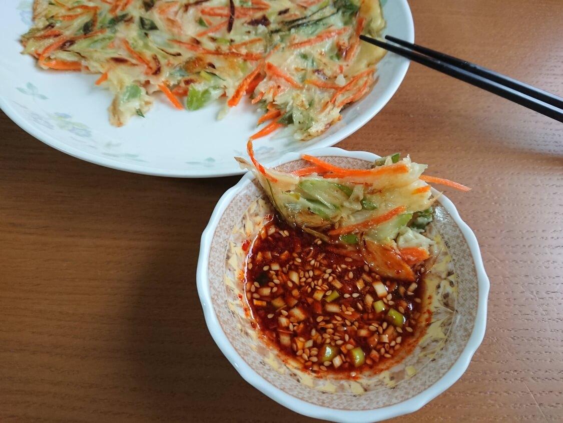 簡単!ねぎチヂミの韓国レシピ。ピリ辛タレ添え♪長ネギだけでもOK