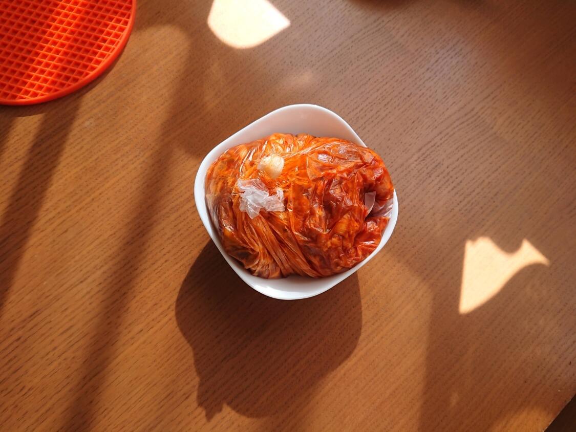 作り置きおかず☆豚肉の甘辛コチュジャン炒めの簡単レシピ。調味料で下味をつける(韓国のチェユクポックム)