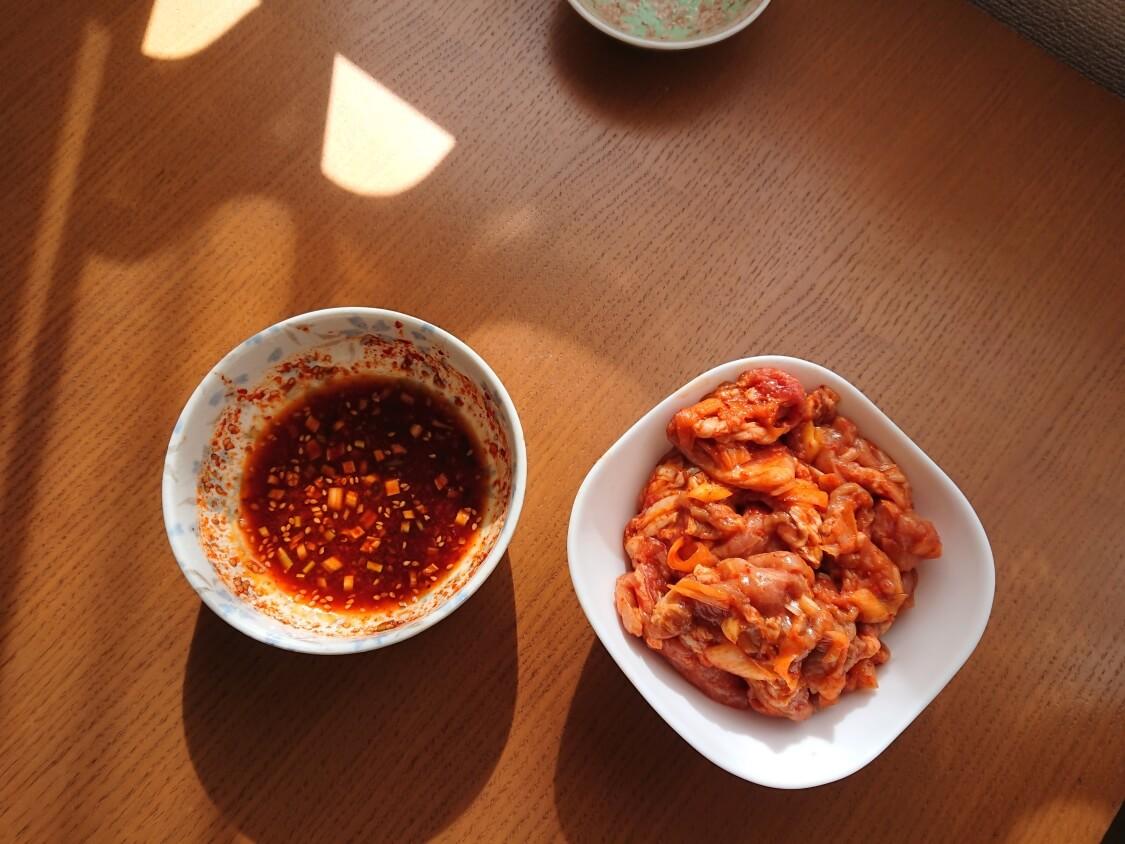 作り置きおかず☆豚肉の甘辛コチュジャン炒めの簡単レシピ。フライパンで調理(韓国のチェユクポックム)