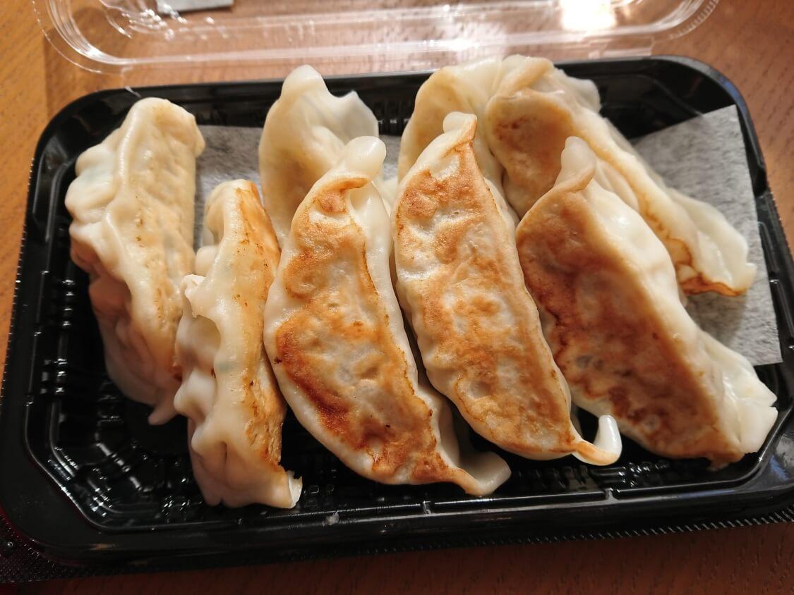 餃子のアレンジに人気♪ヤンニョム餃子の作り方。冷凍餃子や惣菜コーナーの餃子をリメイク