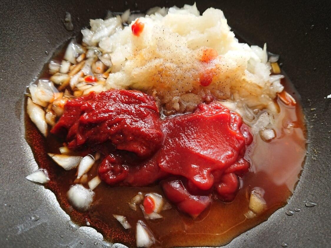 餃子のアレンジに人気♪ヤンニョム餃子のレシピ。タレの作り方