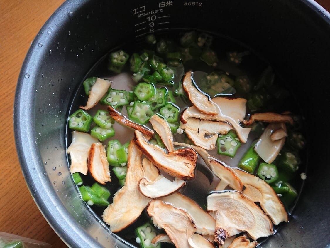 痩せるおかゆ!ダイエット食「沼」のレシピ。野菜と昆布とワカメ