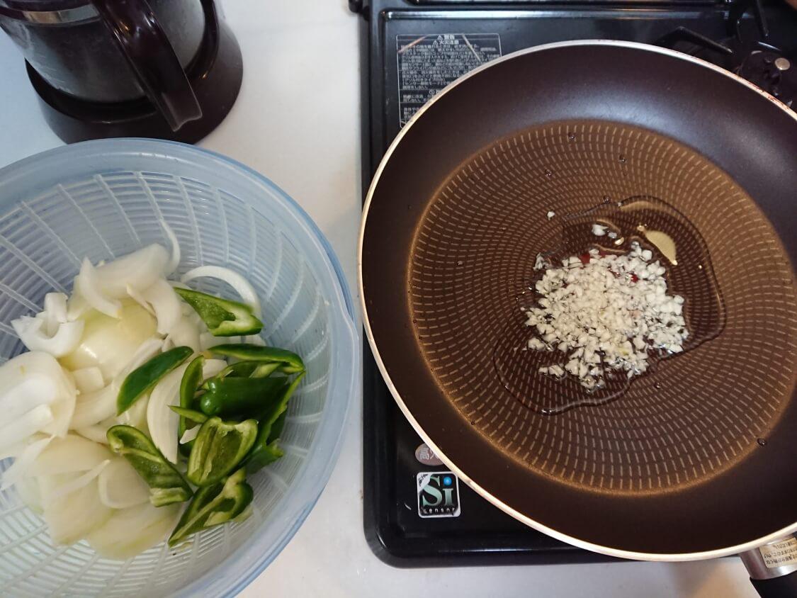 イイダコの旨辛炒め(チュクミポックム)の韓国レシピ。作り方