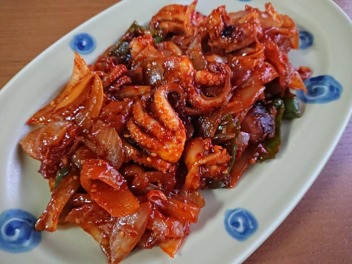 イイダコの旨辛炒め(チュクミポックム)の韓国レシピ。盛り付け