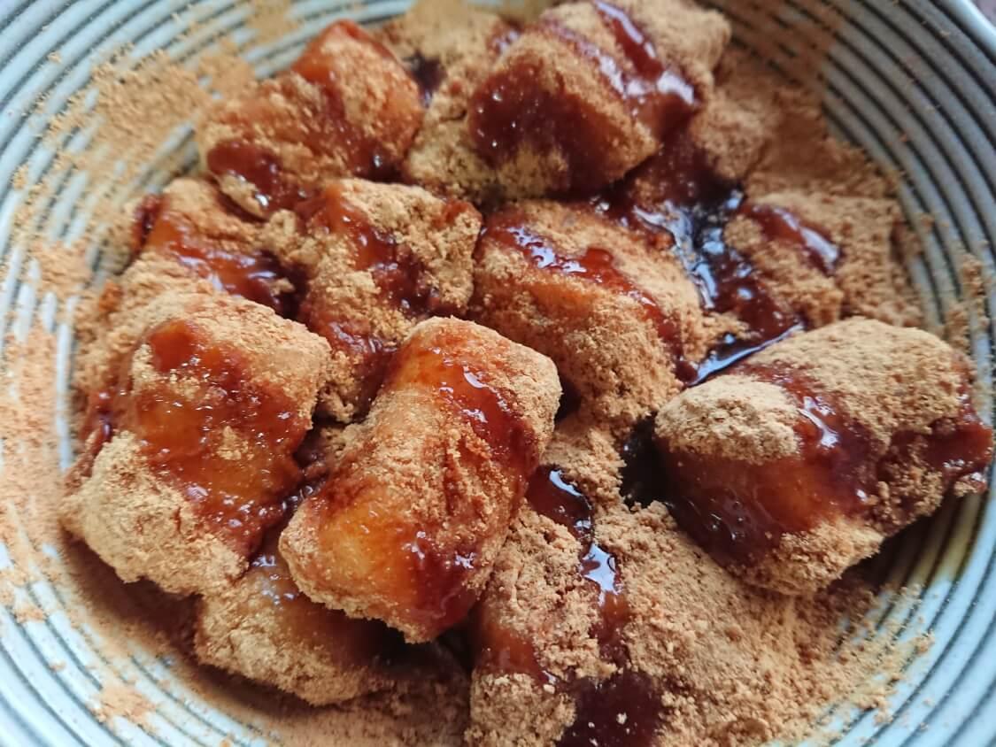 切り餅で簡単!きな粉餅の作り方。黒みつかハチミツをかける