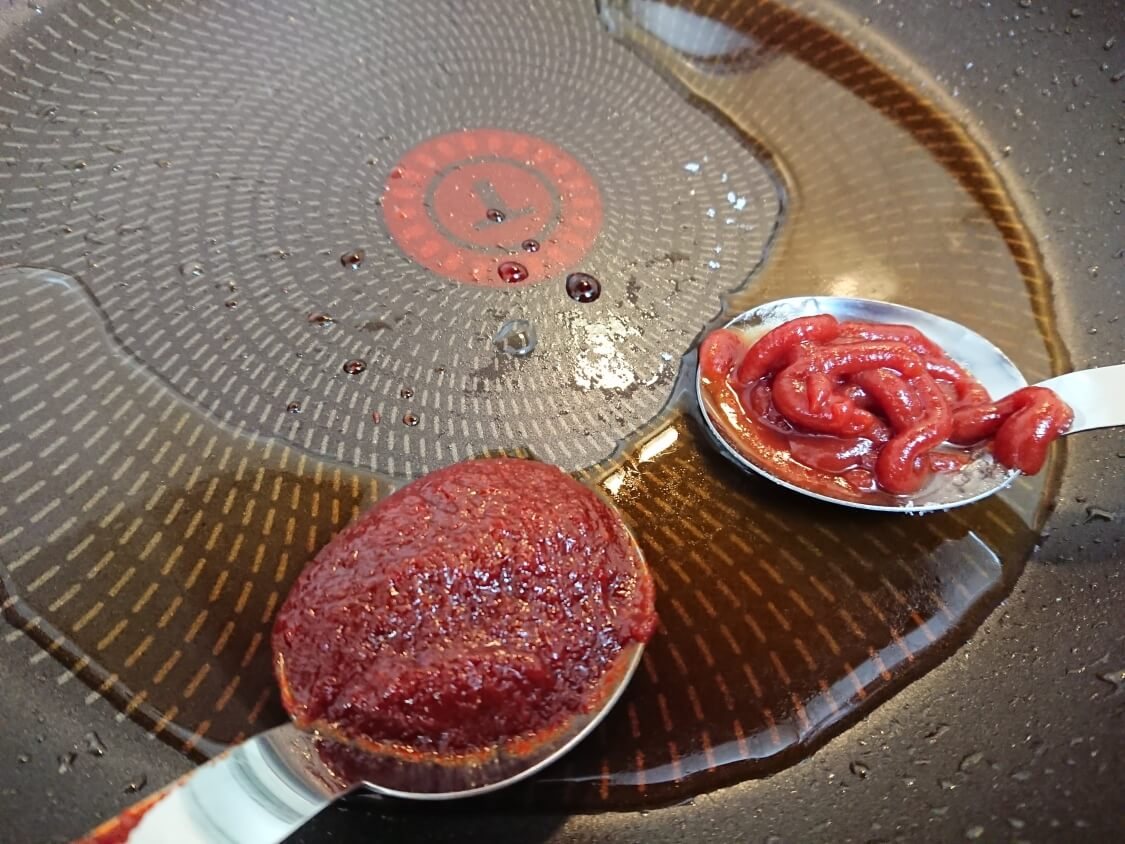 むね肉で!鶏ミンチのヤンニョムチキンハンバーグのレシピ。タレ&ソースの作り方
