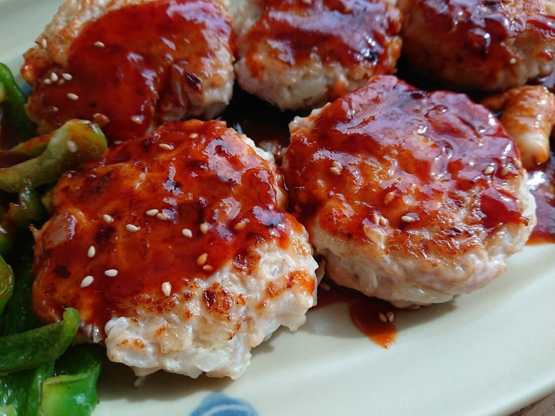 むね肉で!鶏ミンチのヤンニョムチキンハンバーグのレシピ。お弁当のおかずにも