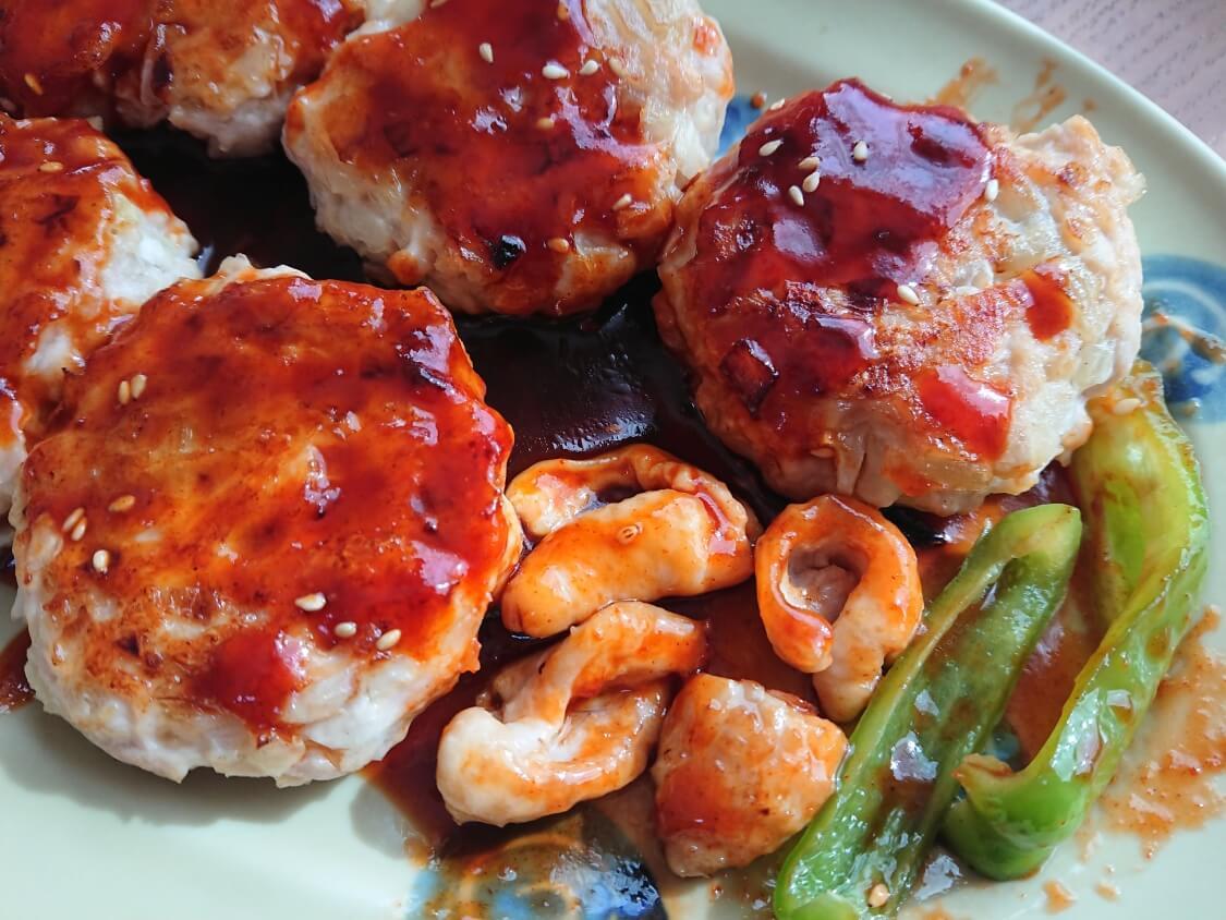 むね肉で!鶏ミンチのヤンニョムチキンハンバーグのレシピ。皮も美味しい