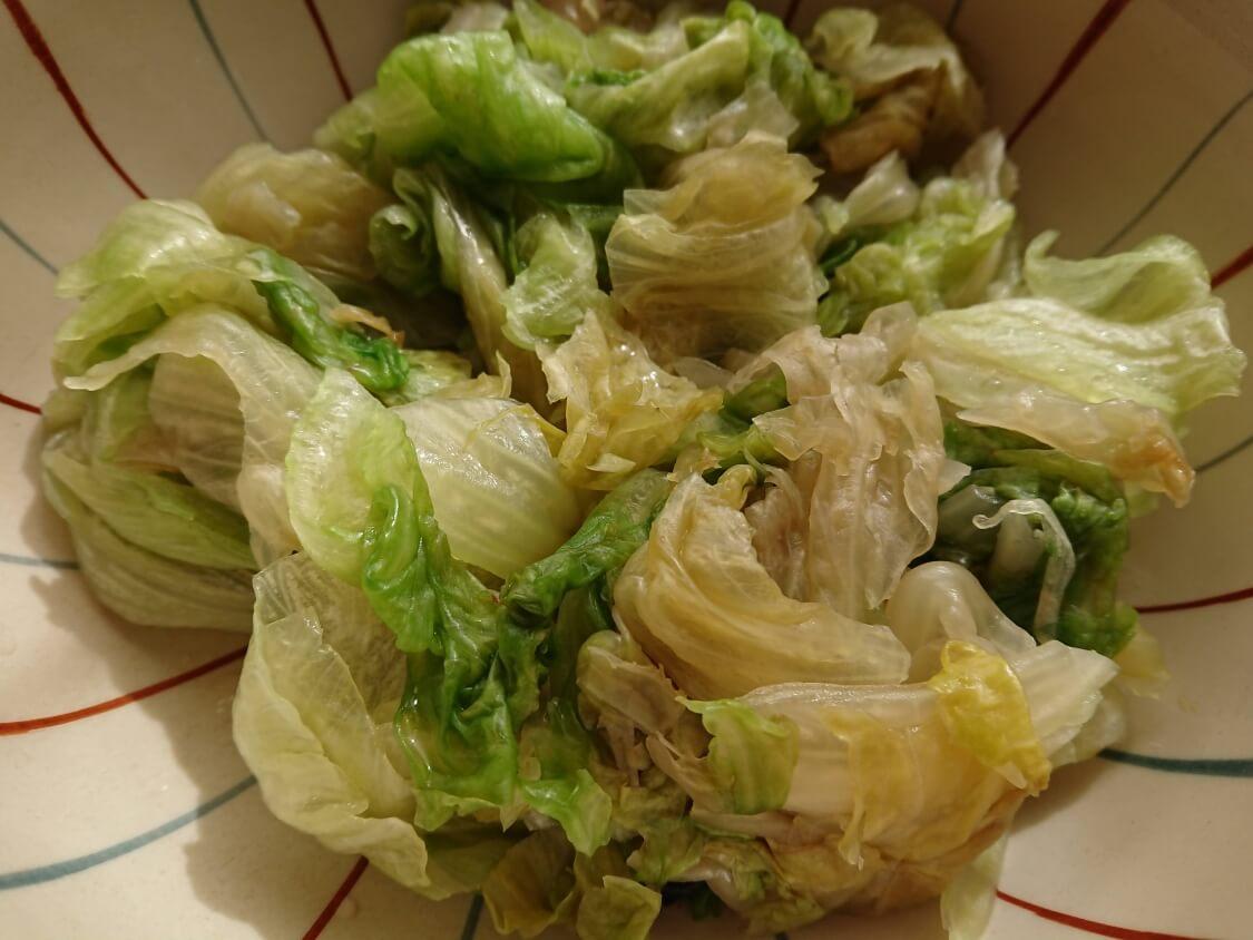 茹でたレタスで!塩昆布和えナムルの簡単レシピ。和え方