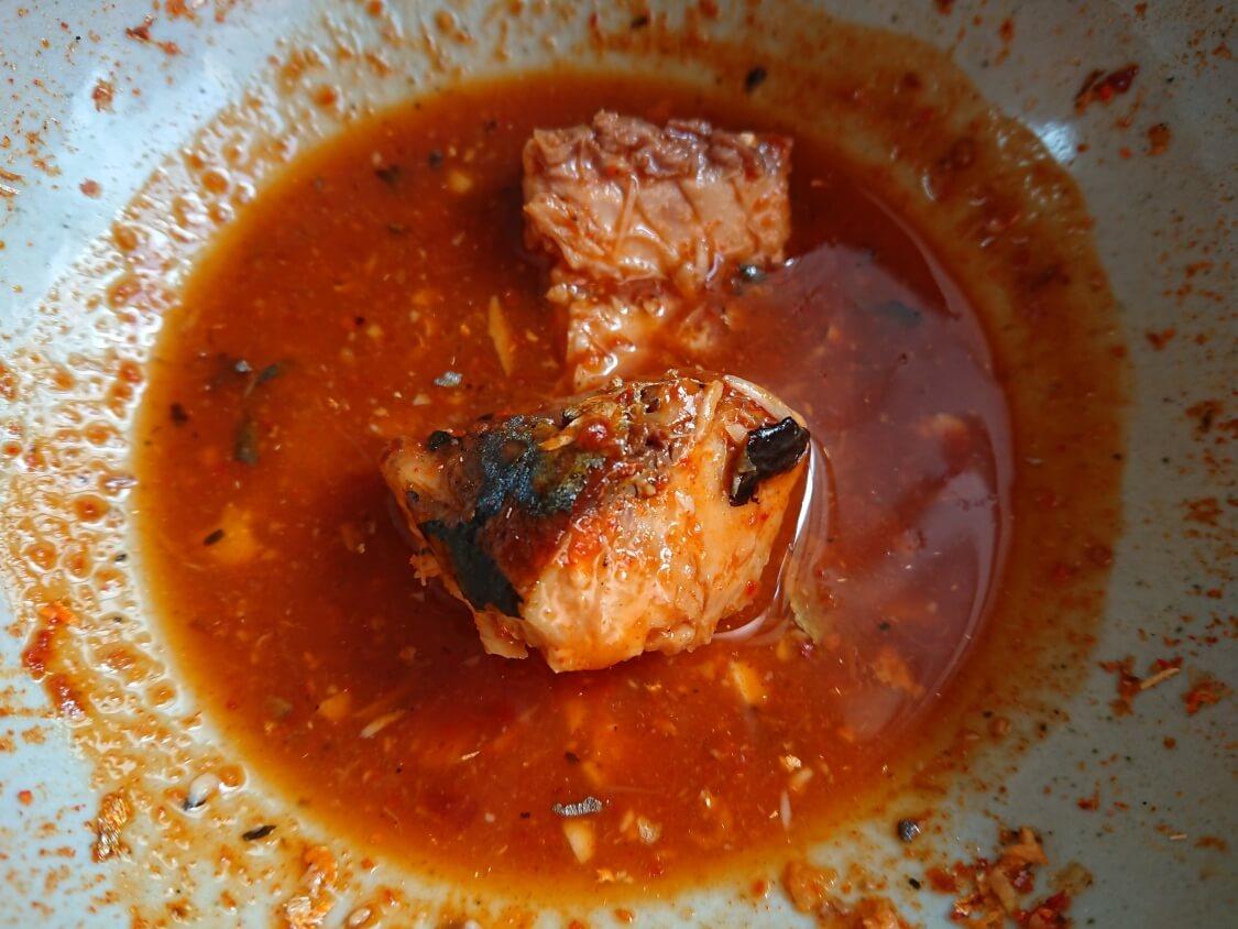 レンジで5分!さば缶で旨辛チゲの超簡単レシピ。残り汁の活用リメイク