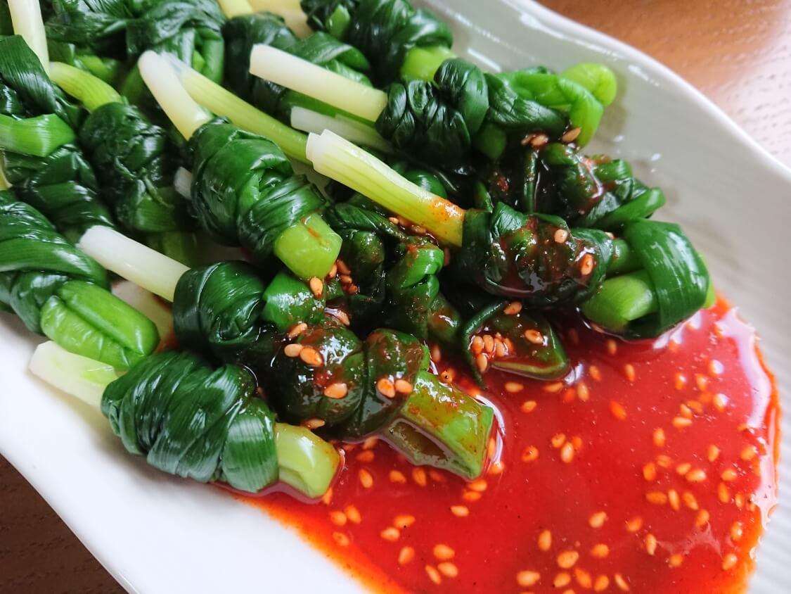 小ねぎをお刺身風で食べる韓国レシピ。イカ添えも人気♪おつまみ・作り置きおかず