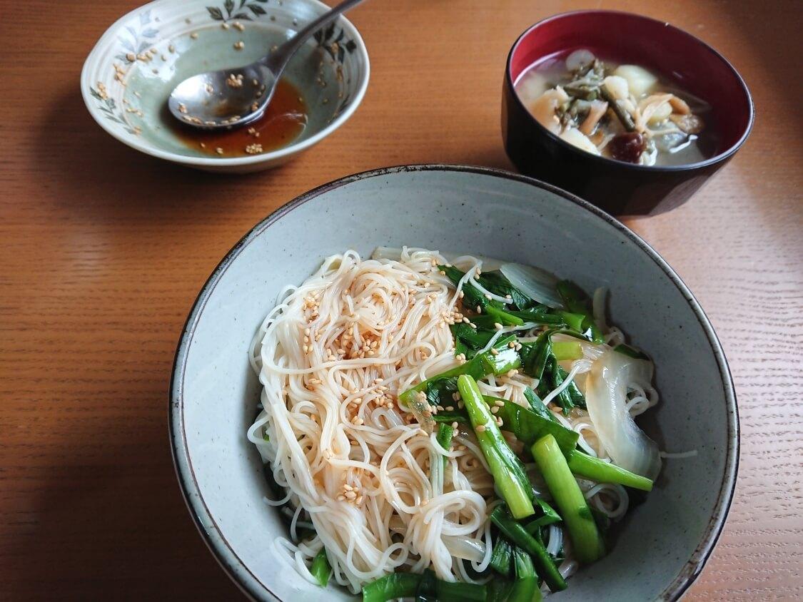 ごま油香る♪甘辛だれ混ぜそうめん(ビビン素麺)韓国人気レシピ。付け合わせ