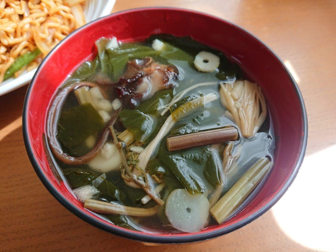 美味しい簡単わかめスープ♪お肉なしの韓国レシピ。具は山菜