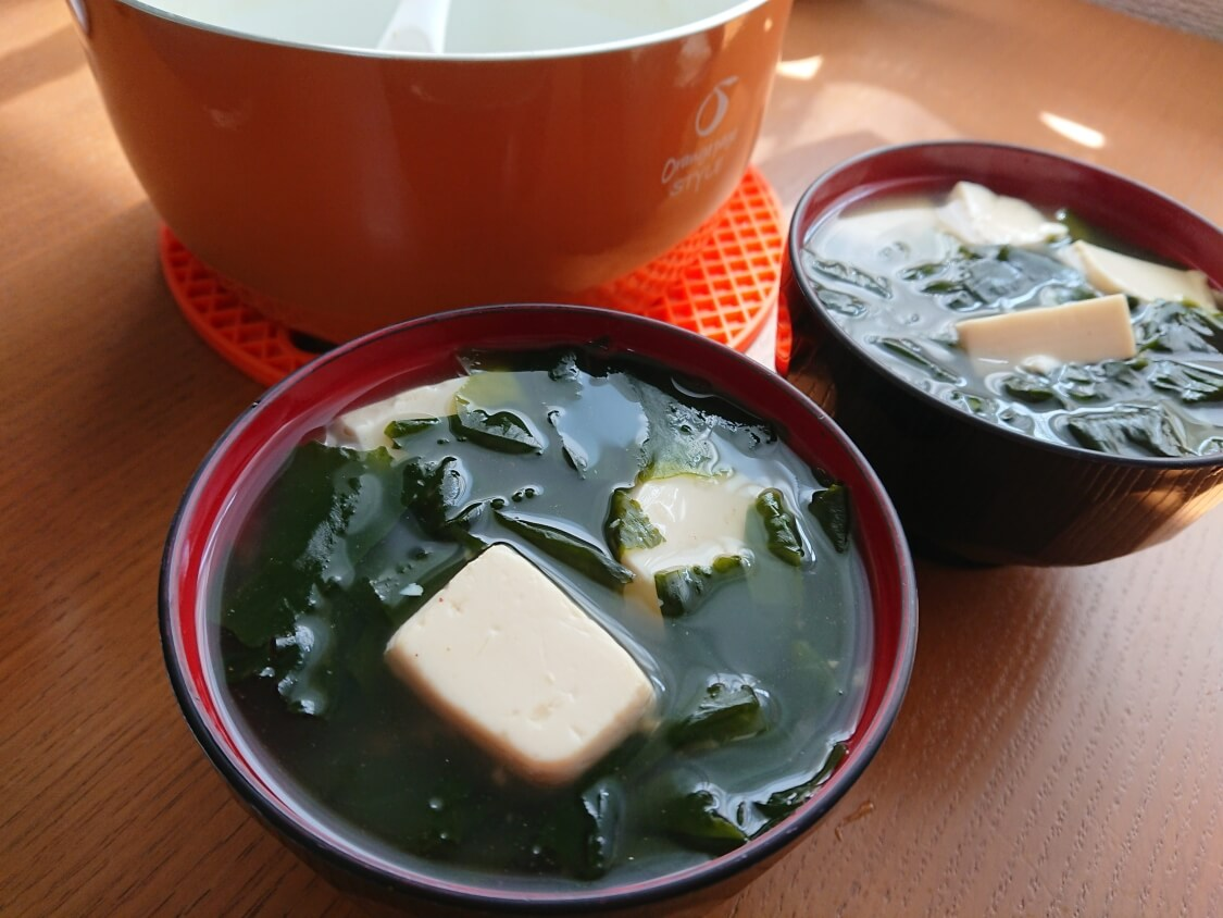 美味しい簡単わかめスープ♪お肉なしの韓国レシピ。具は豆腐