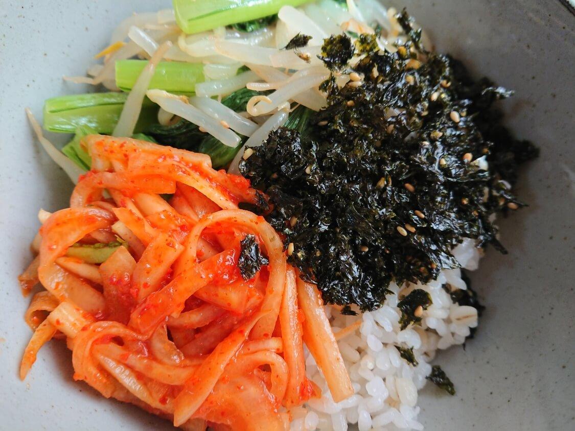 美味しい簡単わかめスープ♪お肉なしの韓国レシピ。ビビンバの付け合わせに!