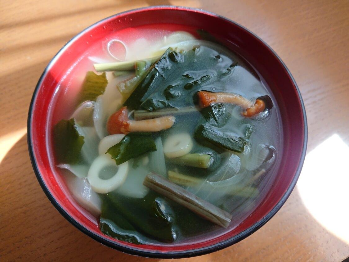 5分で美味しいわかめスープ♪お肉なし韓国レシピ。ダシダと山菜入り