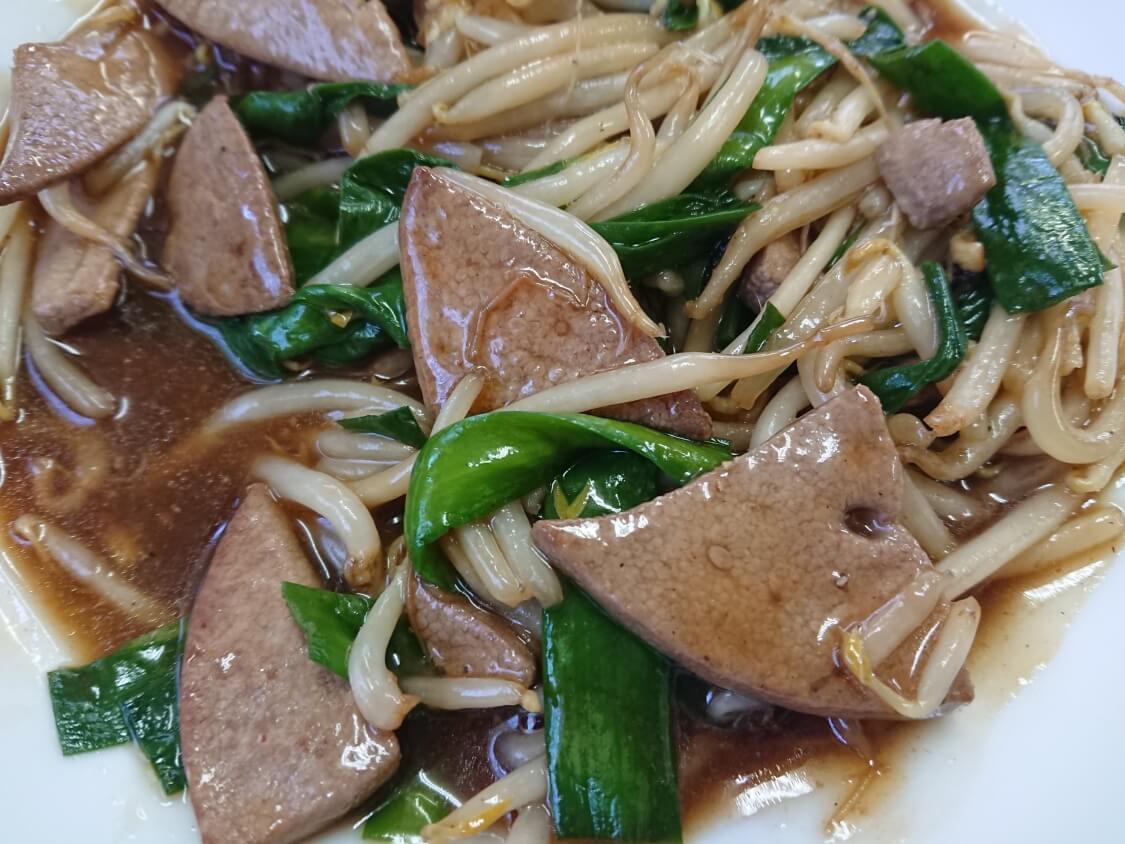 レバニラ定食。古い中華料理屋さんにて