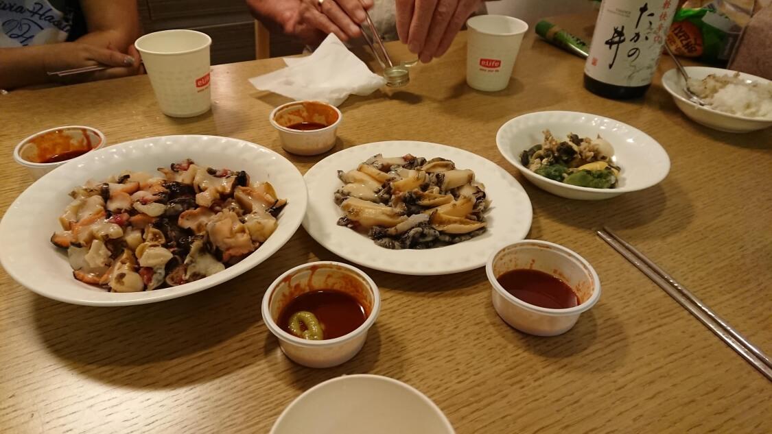 チェジュ島の海鮮市場で購入した貝とアラビで晩ごはん