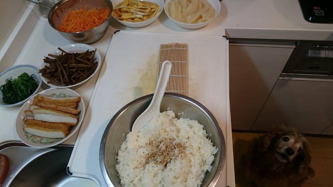 韓国の海苔巻きキンパを作った日。キッチンにて