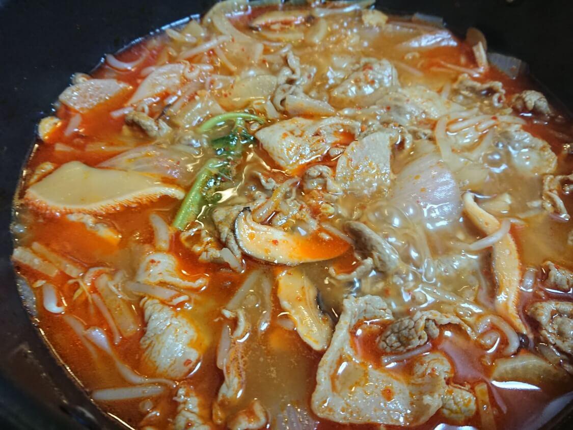 簡単!うま辛ユッケジャンの韓国人気レシピ。野菜たっぷり