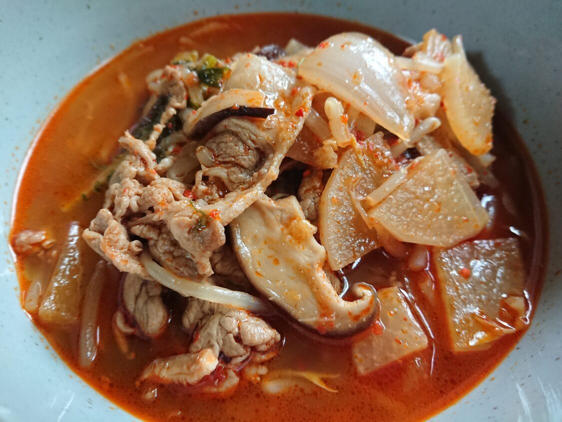 簡単!うま辛ユッケジャン。韓国の人気レシピから美味しく作るコツも♪