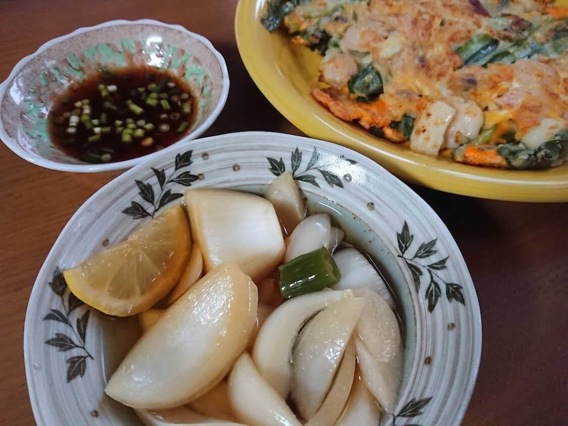 新玉ねぎの酢しょうゆ漬け、韓国人気レシピ。お料理の付け合わせ、副菜