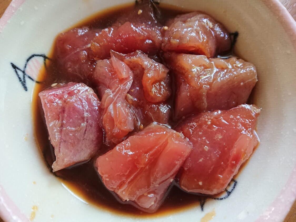 マグロユッケ丼のレシピ。醤油漬けの作り方