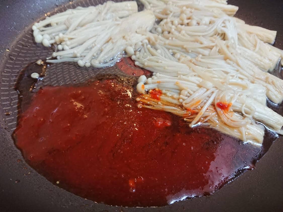人気!ヤンニョムえのきの韓国レシピ。詳しい作り方。調味料とヤンニョム