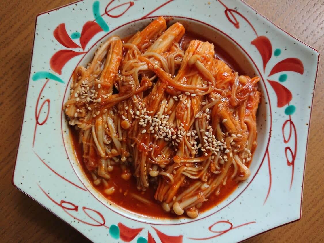 えのきだけでやみつき一品!韓国の人気レシピ。asmr動画で話題の辛い味付けにも