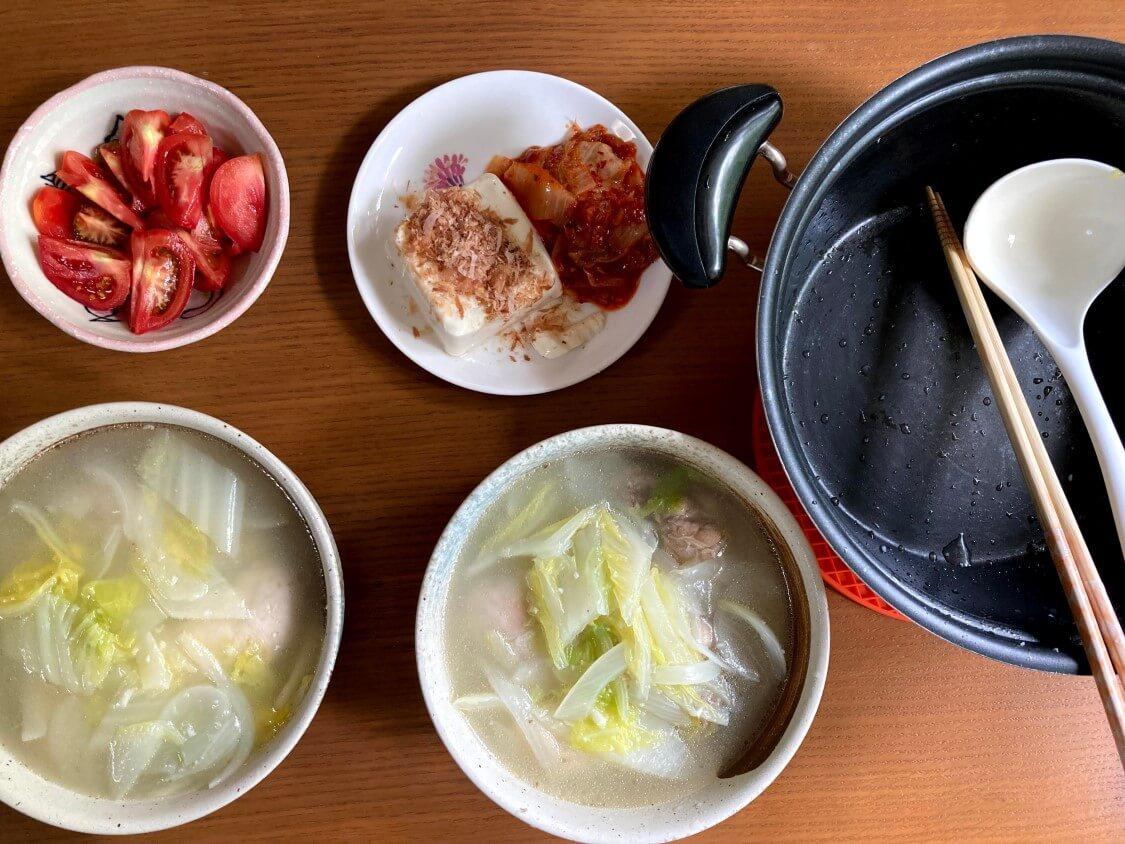 タッコムタン(鶏の煮込みスープ)の韓国レシピ。食べ方はクッパ、付け合わせのキムチ
