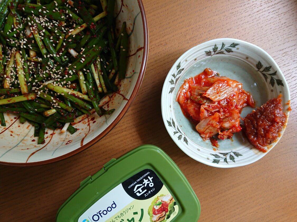 簡単!わけぎ/小ねぎキムチの韓国レシピ。付け合わせ、白菜キムチとサムジャン